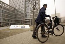 <p>Le siège de Google à Pékin. La perspective de voir Google fermer son portail internet en Chine semble laisser les Chinois indifférents, voire en satisfaire certains, deux mois après la menace du moteur de recherche américain de quitter la Chine face à la censure et aux cyberattaques. /Photo prise le 22 mars 2010/REUTERS/Jason Lee</p>
