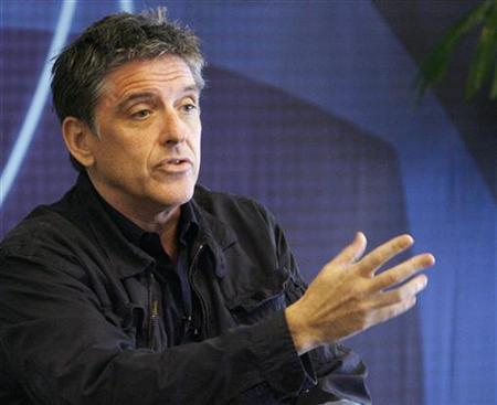 Craig Ferguson, host of ''The Late Late Show'' answers questions during an informal discussion during the CBS Summer 2009 Television Critics Association press tour in Pasadena, California August 3, 2009. REUTERS/Fred Prouser