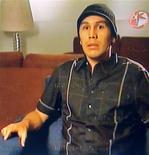 <p>Imagem congelada de vídeo mostrando o jogador Salvador paraguaio Salvador Cabañas em sua primeira coletiva de imprensa na Televisa Network, em hospital na Cidade do México. Segundo fontes médicas, Cabañas está em boas condições para iniciar sua reabilitação após o tiro que levou na cabeça em janeiro. 13/03/2010 REUTERS/Televisa Network</p>