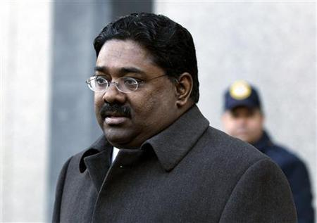 Raj Rajaratnam, the principal in the $21 million Galleon Group hedge-fund insider trading case, leaves Manhattan Federal Court for a bail hearing on conspiracy and securities fraud charges in New York, January 12, 2010. REUTERS/Shannon Stapleton