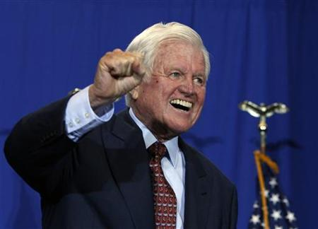 Senator Ted Kennedy (D-MA) reacts after President Barack Obama signed H.R. 1388, the Edward M. Kennedy Serve America Act, at the SEED Public Charter School in Washington, April 21, 2009. REUTERS/Jason Reed