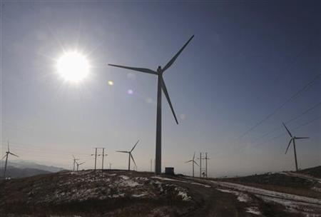 Wind mills are seen at the Tazigou wind power station in Fuxin, Liaoning province November 21, 2009. REUTERS/Stringer