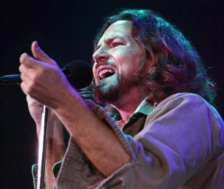 Lead singer Eddie Vedder of the U.S. band 'Pearl Jam' performs at the Air Canada Centre to kick-off the band's latest tour in Toronto, May 9, 2006. REUTERS/Mike Cassese