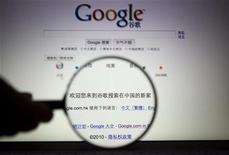 """<p>Message sur la pgae d'accueil de Google disant """"Bienvenue dans la nouvelle maison de Google en Chine"""". La société américaine a annoncé mardi que l'accès à ses services par téléphone mobile avaient été partiellement bloqués en Chine dimanche et lundi, invoquant le différend sur la censure qui oppose le groupe au pouvoir chinois. /Photo prise le 23 mars 2010/REUTERS</p>"""