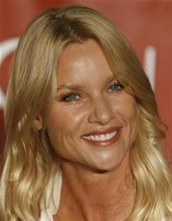 U.S. actress Nicollette Sheridan playing Edie Britt in the TV series ''Desperate Housewives'' smiles during a news conference in Vienna, February 18, 2009. REUTERS/Heinz-Peter Bader