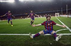 <p>Lionel Messi comemora um dos 4 gols que marcou em partida contra o Arsenal classificando o Barcelona para a semifinal da Liga dos Campeões. REUTERS/Albert Gea</p>