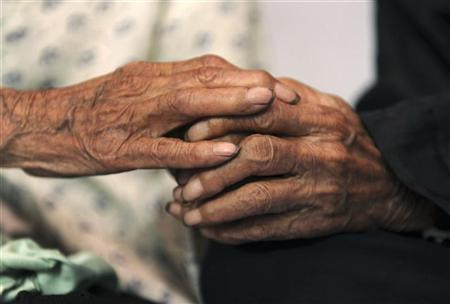 A picture shows the hands of Chinese 104-year-old twins Cao Xiaoqiao (R) and her elder sister Cao Daqiao on the outskirts of Shiqiaozi town in Zhucheng, Shandong province June 18, 2009. REUTERS/Stringer