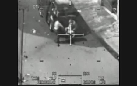 4月5日、バグダッドで2007年にロイターのカメラマンを含む10数人が米軍の攻撃で死亡した事件で、当時の様子を撮影した米軍の機密ビデオがインターネットに公開された。写真は同ビデオの一部。WikiLeaks提供(2010年 ロイター)