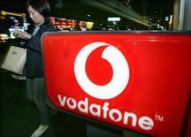 <p>Logo di Vodafone in foto d'archivio. REUTERS/Yuriko Nakao</p>