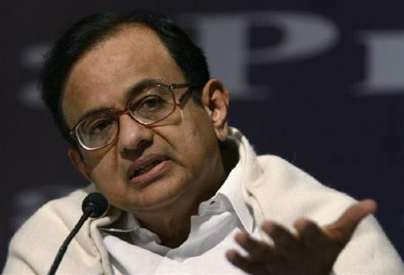 Home Minister Palaniappan Chidambaram speaks during a news conference in New Delhi in this February 29, 2008 file photo. Chidambaram offered to resign after Maoist insurgents killed 76 police this week, officials said on Friday. REUTERS/B Mathur/Files