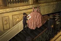 """<p>Vestido criado por Vivienne Westwood é ajustado para o """"Palácio Encantado"""" em uma nova exibição no palácio de Kensington. REUTERS/Richard Lea-Hair/newsteam.co.uk/Handout</p>"""
