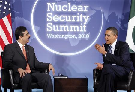 U.S. President Barack Obama (R) meets with Pakistan's Prime Minister Yusuf Raza Gilani at Blair House in Washington April 11, 2010. Gilani is in town for this week's nuclear security summit. REUTERS/Richard Clement