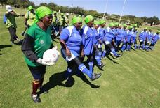 <p>Members of Vakhegula Vakhegula (Grannies Grannies) Football Club prepare for a soccer match against players from Metro Rail Eagles team at Esselen Park in Johannesburg, April 10, 2010. REUTERS/Peter Andrews</p>