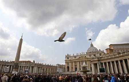Faithful gather near big screens in Saint Peter's Square at the Vatican to listen to the broadcast, as Pope Benedict XVI delivers his Sunday Angelus prayer from his residence of Castelgandolfo, south of Rome, April 11, 2010.  REUTERS/Max Rossi