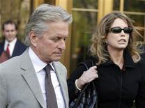 <p>Michael Douglas and his ex-wife Diandra Douglas leave a Manhattan federal court after the sentencing of their son Cameron Douglas in New York, April 20, 2010. REUTERS/Shannon Stapleton</p>