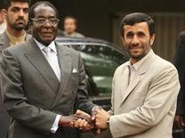 <p>Iran's President Mahmoud Ahmadinejad (R) welcomes his Zimbabwean counterpart Robert Mugabe during an official welcoming ceremony in Tehran November 20, 2006. REUTERS/Caren Firouz</p>