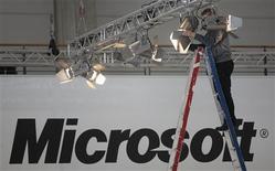 <p>Microsoft fait état jeudi d'un bénéfice en hausse de 35% au cours de son troisième trimestre, soutenu en autres par les ventes de son système d'exploitation Windows 7. /Photo d'archives/REUTERS/Hannibal Hanschke</p>