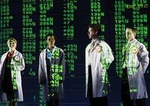 "<p>Dancers depicting financial analysts perform during a dress rehearsal of the play ""Enron"" in New York April 7, 2010. REUTERS/Lucas Jackson</p>"