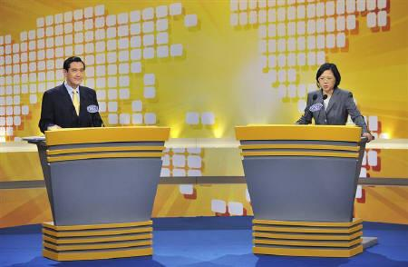 Taiwan President and Nationalist Party Chairman Ma Ying-jeou and Democratic Progressive Party Chairwoman Tsai Ing-wen attend a televised debate over the economic cooperation framework agreement (ECFA), a free trade style agreement with mainland China, at the Taiwan Public Television station in Taipei April 25, 2010. REUTERS/Chi Chih-hsiang/Pool