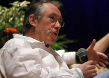 <p>Ian McEwan speaks during a lecture at the Hay Literary Festival in Cartagena January 30, 2010, REUTERS/Jairo Castilla</p>