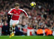 <p>Arshavin corre durante partida em Londres. O atacante do Arsenal Andrei Arshavin, fã de longa data do Barcelona, ainda sonha em jogar pelos gigantes espanhóis um dia, disse o jogador da seleção russa.27/12/2009.REUTERS/Kieran Doherty</p>