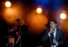 <p>Singer Bryan Ferry and Roxy Music performs during the Ohrid Summer Festival in Ohrid, some 160 km (99 miles) west of the Macedonian capital Skopje, July 14, 2006. REUTERS/Ognen Teofilovski</p>
