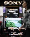 <p>Sony devrait être bénéficiaire pour l'exercice fiscal 2009 en raison d'une demande soutenue pour ses ventes de téléviseurs LCD et de son programme de réductions de coûts, rapporte le quotidien Nikkei. /Photo d'archives/REUTERS/Toru Hanai</p>