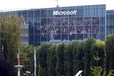 <p>Microsoft a emboîté le pas à son rival historique Apple dans la critique du logiciel Flash d'Adobe Systems, largement utilisé sur internet pour lire des vidéos et autres applications multimédias. /Photo d'archives/REUTERS/Charles Platiau</p>