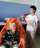 <p>19 febbraio 2010. Eugenie Blanchard, 114 anni, in ospedale. REUTERS/Pere Pinya</p>