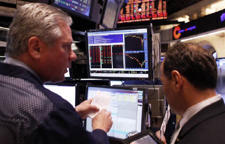 5月6日、米シティグループが米株急落をめぐる取引ミスのうわさについて調査していると発表。写真はニューヨーク証券取引所(2010年 ロイター/Lucas Jackson)