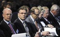 <p>I massimi vertici di Nokia: da sinistra a destra, Il vice presidente esecutivo Timo Ihamuotila, il presidente e amministratore delegato Olli-Pekka Kallasvuo REUTERS/LEHTIKUVA/Markku Ulander</p>