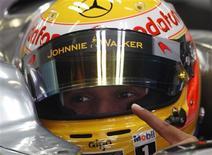 <p>Piloto da McLaren Lewis Hamilton se prepara para treinos do GP da Espanha de F1. REUTERS/Gustau Nacarino</p>