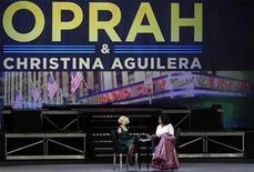 <p>La cantante Christina Aguilera (izquierda en la imagen) junto a la presentadora de televisión Oprah Winfrey en un programa especial en Nueva York, mayo 7 2010. La cantante ganadora del Grammy Christina Aguilera fue nombrada embajadora del Programa Mundial de Alimentos de Naciones Unidas en la lucha contra la hambruna y dijo que haber tenido un hijo la llevó a tomar parte en la iniciativa. REUTERS/Lucas Jackson</p>