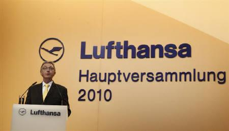 CEO of Germany's Deutsche Lufthansa Wolfgang Mayrhuber delivers a speech at a general meeting in Berlin, April 29, 2010.  REUTERS/Tobias Schwarz