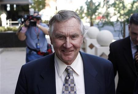 Phoenix Coyotes owner Jerry Moyes leaves U.S. Federal Bankruptcy Court in Phoenix, Arizona September 23, 2009. REUTERS/Joshua Lott