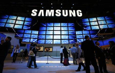 Some of the 120 flat panel screens are seen at the entrance to the Samsung booth at the annual Consumer Electronics Show (CES) in Las Vegas, Nevada in this January 2009 file photo. REUTERS/Rick Wilking/Files