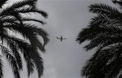 <p>Un aereo si appresta all'atterraggio all'aereoporto internazionale di Nizza REUTERS/Eric Gaillard</p>