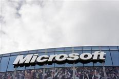 <p>Microsoft lance ce mercredi une nouvelle version de sa suite logicielle Office, avec l'ambition de maintenir son emprise sur un marché très lucratif alors que Google propose des alternatives gratuites sur internet à ces applications. /Photo prise le 6 octobre 2009/REUTERS/Charles Platiau</p>