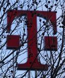 <p>Deutsche Telekom confirme sa prévision 2010 après avoir fait état d'une légère hausse de son résultat du premier trimestre (+1,6%), conformément aux attentes du marché. /Photo prise le 25 février 2010/REUTERS/Ina Fassbender</p>