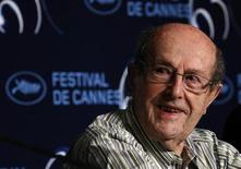 "<p>Director Manoel De Oliveira holds a news conference for the film ""O estranho caso de Angelica"" at the 63rd Cannes Film Festival, May 13, 2010. REUTERS/Yves Herman</p>"