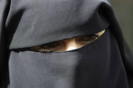 Anne, an assumed name, a 31-year old French woman who has been fined for wearing a niqab while driving, speaks to the media during a news conference with her husband Lies Hebbadj in Nantes, western France, April 26, 2010. REUTERS/Stephane Mahe/Files