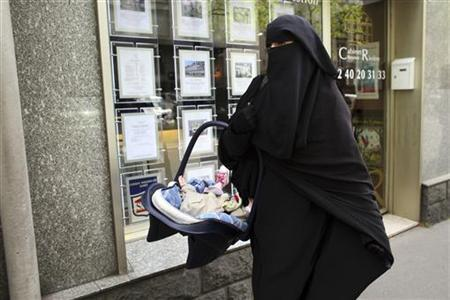 Anne, an assumed name, a 31-year old French woman who has been fined for wearing a niqab while driving, leaves after a news conference with her husband Lies Hebbadj in Nantes, western France, April 26, 2010. REUTERS/Stephane Mahe