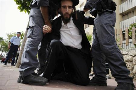 Israeli police arrest an ultra-Orthodox Jew, protesting the digging up of ancient graves, in the coastal town of Ashkelon May 16, 2010.  REUTERS/Amir Cohen