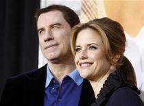 """<p>Imagen de archivo del actor John Travolta y su esposa Kelly Preston, en la premier del filme """"The Last Song"""" en el teatro Arclight, Hollywood. Mar 31 2010. El actor John Travolta y su esposa, Kelly Preston, anunciaron el martes que están esperando un nuevo bebé, 17 meses después de la repentina muerte de su hijo de 16 años, Jett. REUTERS/Mario Anzuoni /ARCHIVO</p>"""