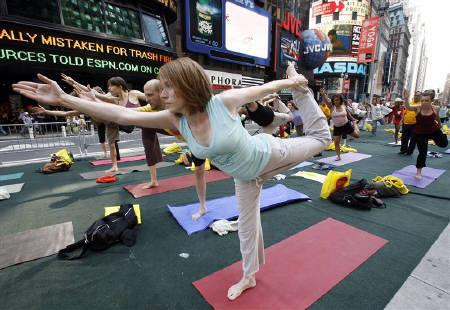 Yoga participants take part in the ''Summer Solstice in Times Square Yoga-thon'' in New York June 21, 2007.  Cancer survivors might want to try yoga to get a better night's sleep and to boost their energy levels, according to a U.S. study. REUTERS/Brendan McDermid