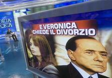 """<p>Berlusconi partecipa ad una puntata di """"Porta a Porta"""" in cui si parla del suo divorzio. REUTERS/Remo Casilli (ITALY POLITICS)</p>"""
