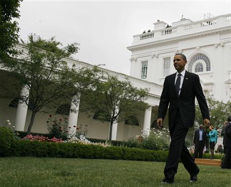 U.S. President Barack Obama walks away after he speaks about the economy and small businesses in the Rose Garden at the White House in Washington, May 25, 2010. REUTERS/Larry Downing