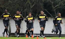 <p>Seleção brasileira realizou mais uma sessão de treinamento em Curitiba. REUTERS/Paulo Whitaker</p>
