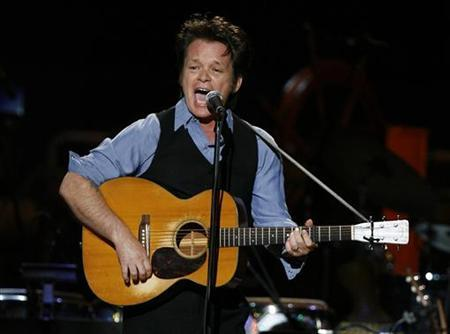 Musician John Mellencamp performs during a concert celebrating the 90th birthday of musician Pete Seeger in New York May 3, 2009. REUTERS/Lucas Jackson