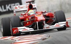 <p>O piloto da Ferrari na Fórmula 1 Felipe Massa realiza curva durante o Grande Prëmio de Mönaco em Monte Carlo. Uma data redonda para a glamurosa Ferrari, neste fim de semana, é a ocasião perfeita para que Felipe Massa reafirme o seu caso de amor com o GP da Turquia. 16/05/2010 REUTERS/Max Rossi</p>